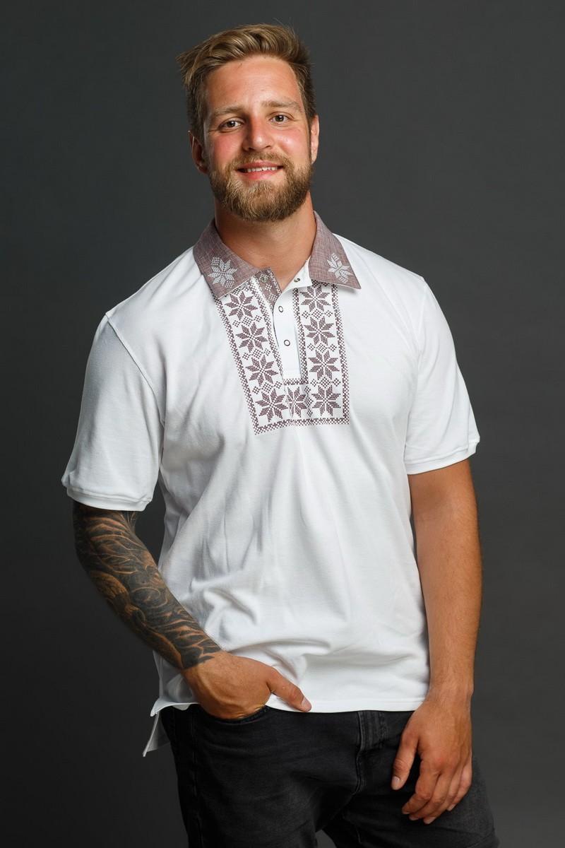 Мужская рубашка-поло с вышивкой и бежевым декором. Фото 0