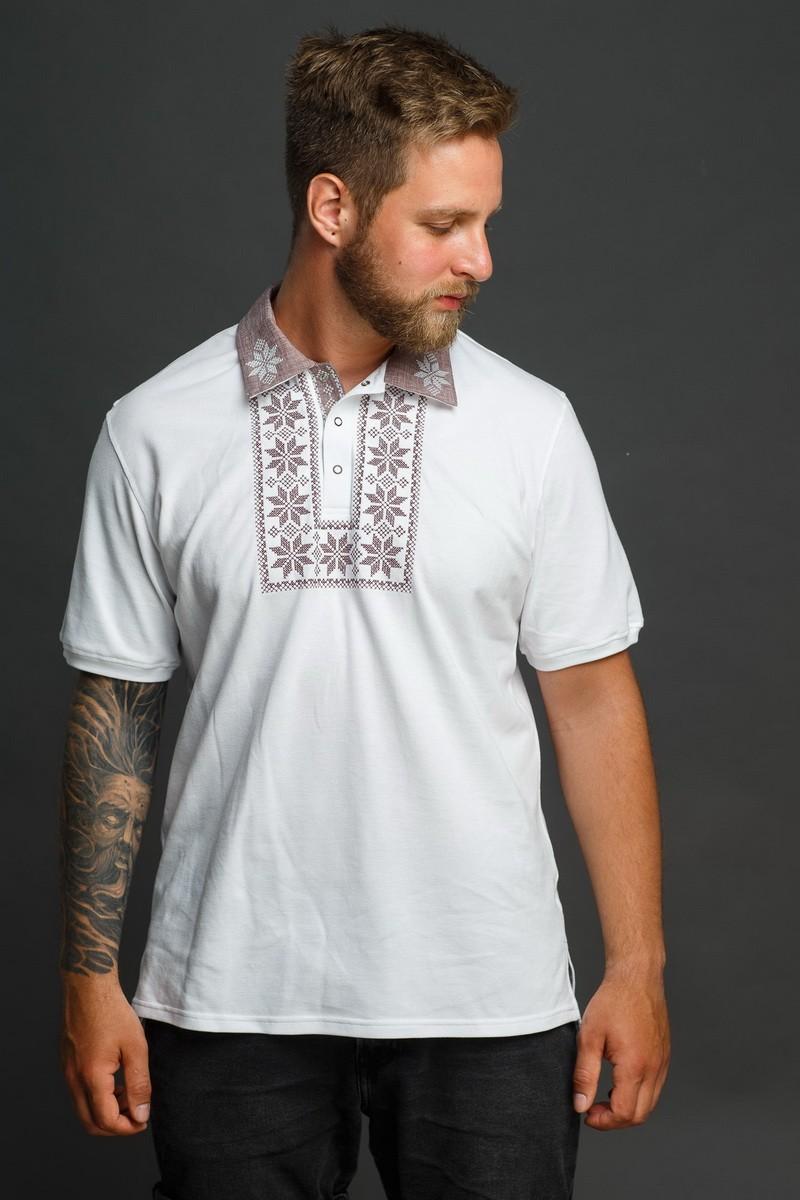 Мужская рубашка-поло с вышивкой и бежевым декором. Фото 3
