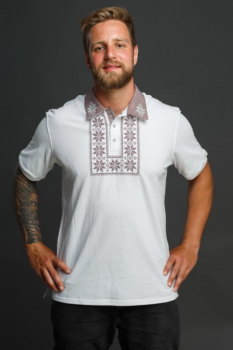 Мужская рубашка-поло с вышивкой и бежевым декором. Фото 5