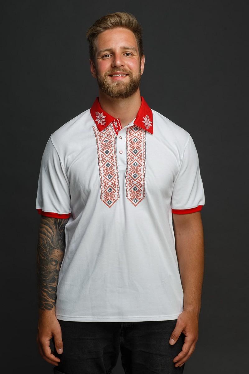 Мужская рубашка-поло с вышивкой и красным декором. Фото 0