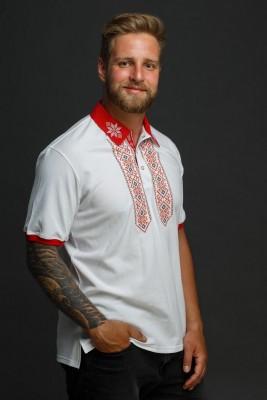 Мужская рубашка-поло с вышивкой и красным декором. Фото 3