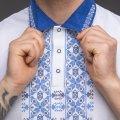 Мужская рубашка-поло с вышивкой и сінім декором. Фото деталей товара 4